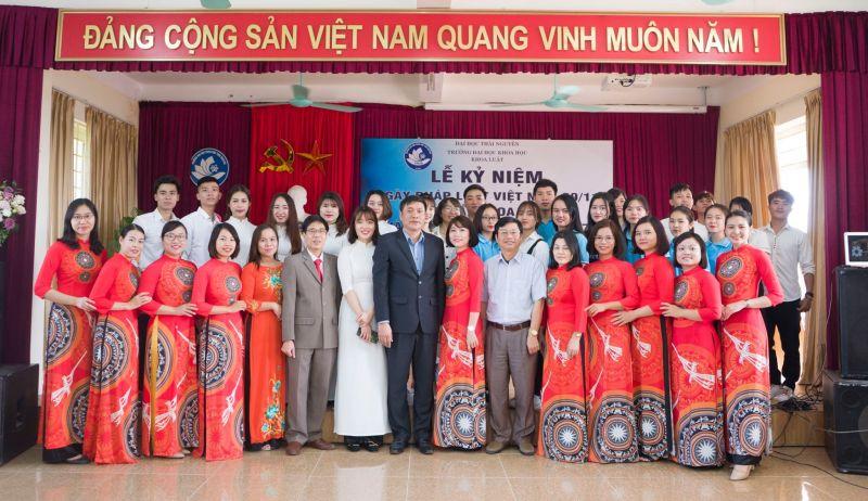 Kỷ niệm ngày Pháp luật Việt Nam